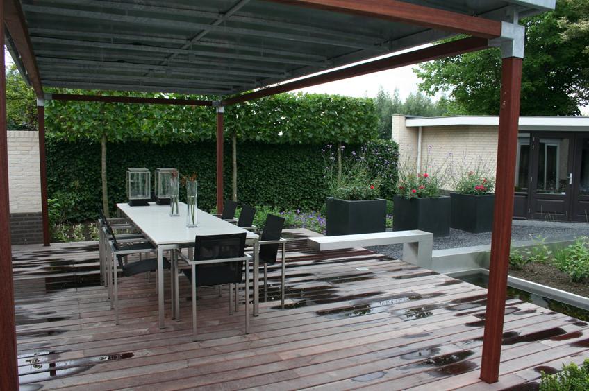 Moderne terrasoverkapping wijsman tuinoverkappingen for Moderne tuin met overkapping
