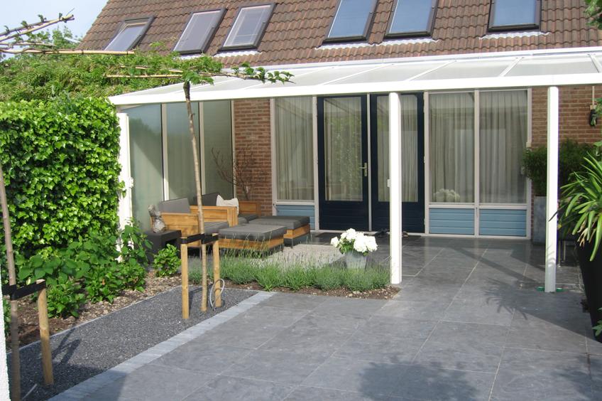 Intieme veranda wijsman tuinoverkappingen - Veranda modern huis ...